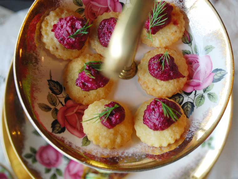 Parmesan shortbread with beetroot pesto