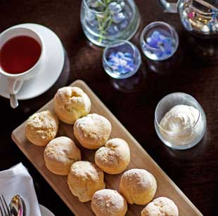 High Tea at the felt restaurant Hotel Lindrum
